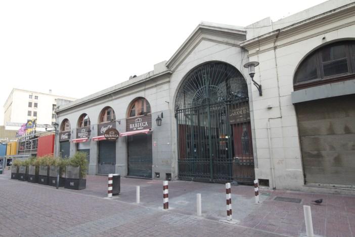 Fachada do Mercado - Por Jose castillo urquiza (Own work) [CC BY-SA 3.0 (http://creativecommons.org/licenses/by-sa/3.0)], via Wikimedia Commons