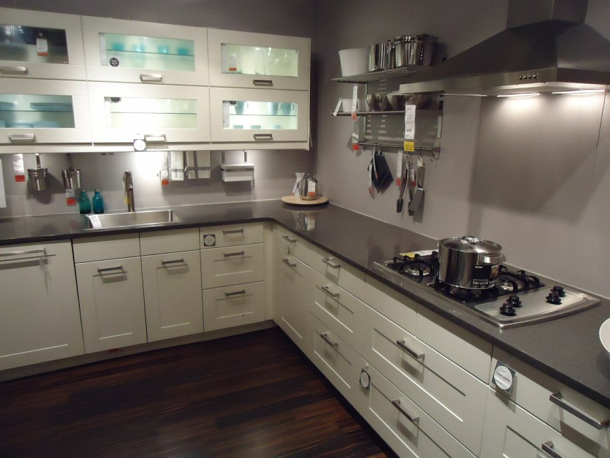 https://i0.wp.com/upload.wikimedia.org/wikipedia/commons/4/44/Kitchen_design_at_a_store_in_NJ_2.jpg?w=960&ssl=1
