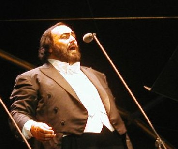 English: Luciano Pavarotti in Vélodrome Stadiu...