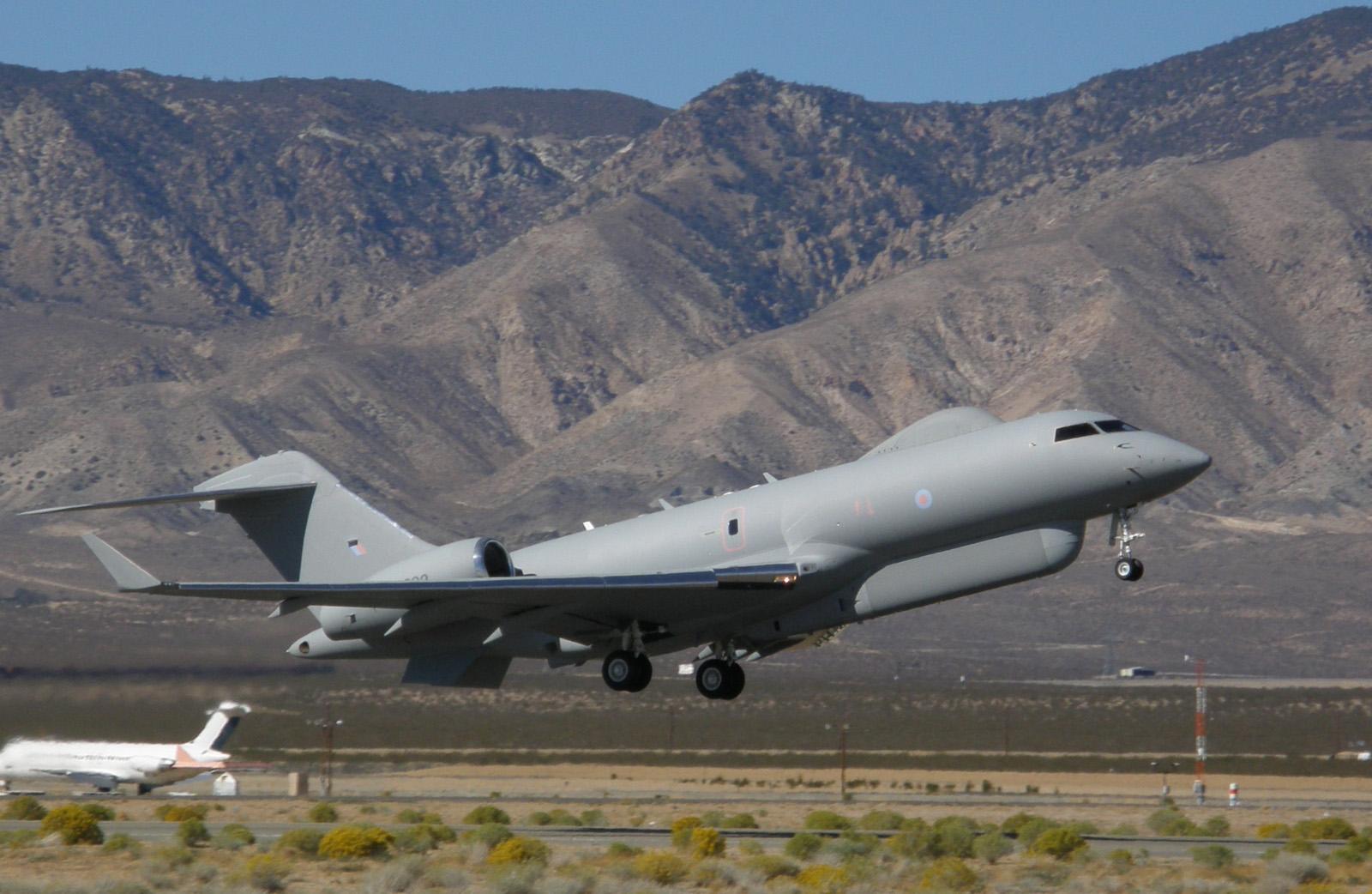 Обои истребители, Royal Air Force, сопровождение, самолеты, Red arrows, транспортный, Airbus A400M Atlas, четырёхмоторный, Красные стрелы. Авиация foto 10