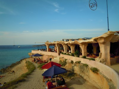 File:Sunset Ashram beach Bar, Cala Conta Tuesday 29 May ...