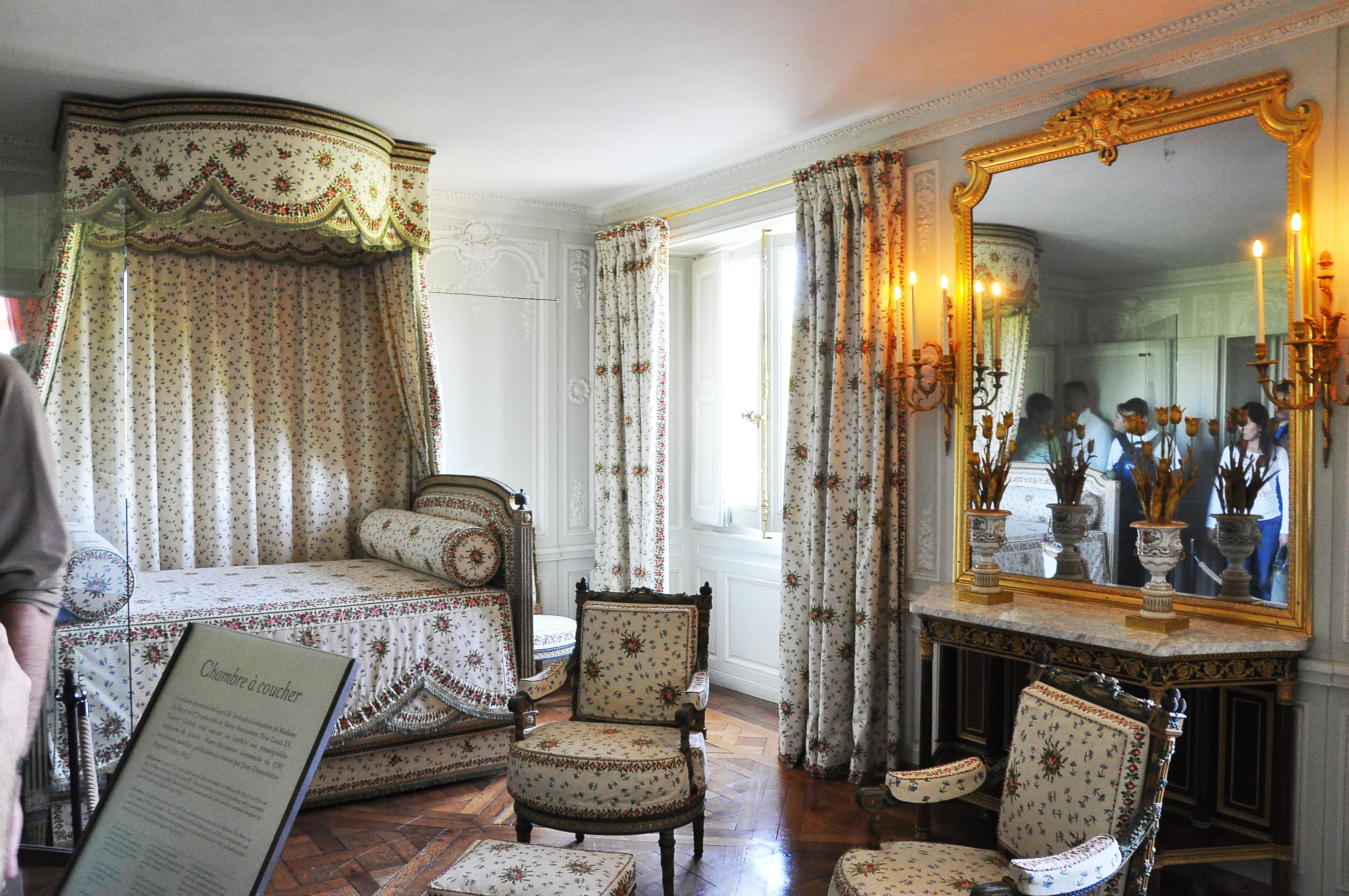 FileChambre de la Reine du Petit Trianon 004jpg  Wikipedia