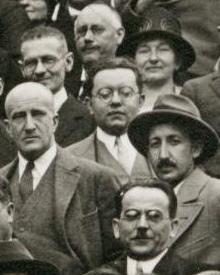 English: Adolf Smekal (midst) und George de He...