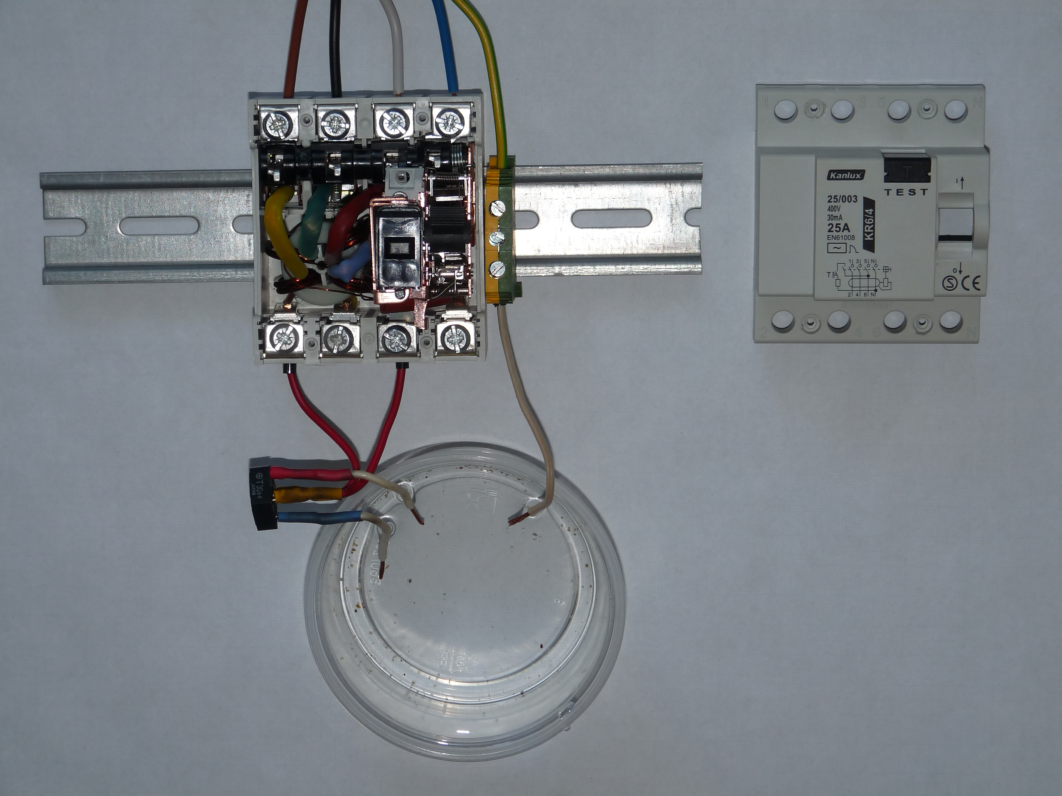 rcd wiring diagram capacitor energy calculator file ac type in dc jpg wikimedia commons