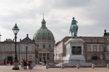 File Frederik Statue In Amalienborg Palace And