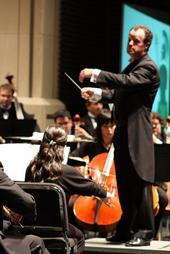English: Brendan Townsend conducting the Lared...