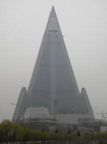File Ryugyong Hotel - Wikimedia Commons