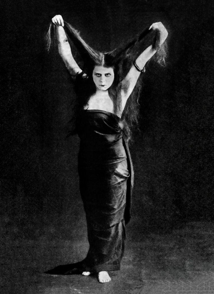 Vampire Pose : vampire, File:Theda, Vampire, Pose,, 1918.jpg, Wikimedia, Commons