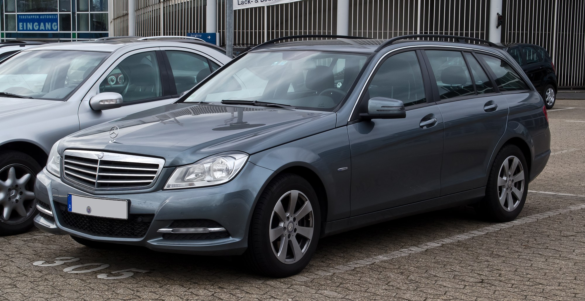 hight resolution of file mercedes benz c 220 cdi blueefficiency t modell serienausstattung s 204