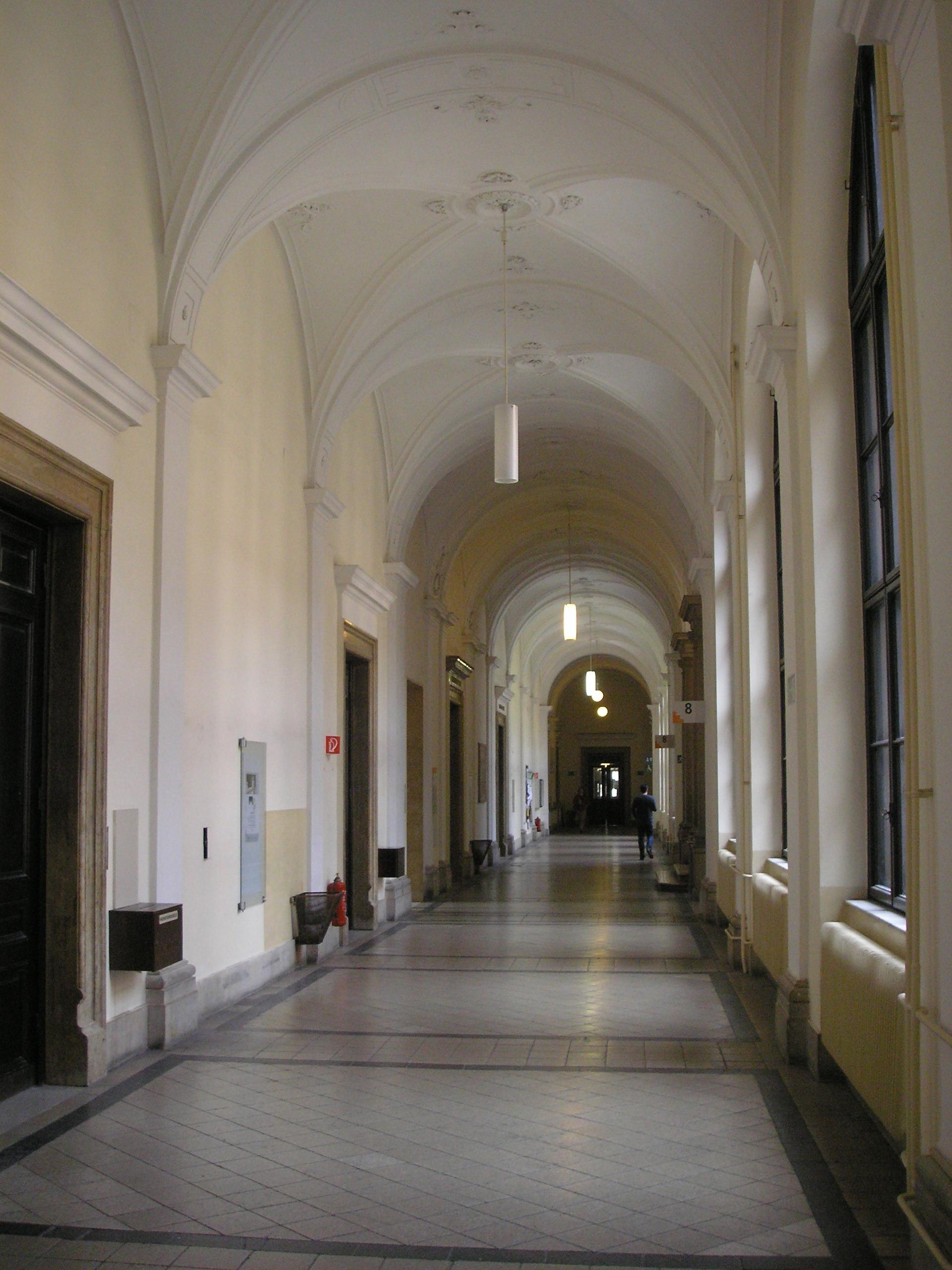 FileUni Wien Hallway Viennajpg  Wikimedia Commons