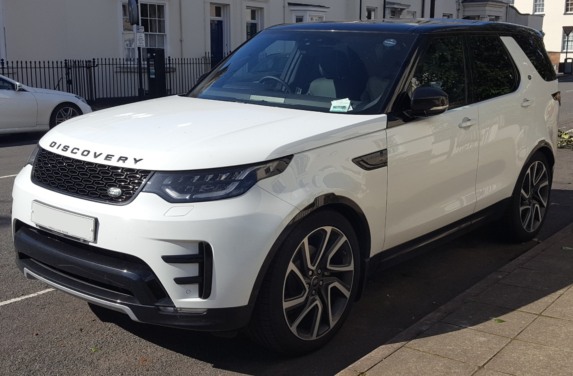 hight resolution of 2017 land rover discovery hse td6 automatic front land rover discovery wikipedia 1997 land rover discovery wiring diagram at highcare