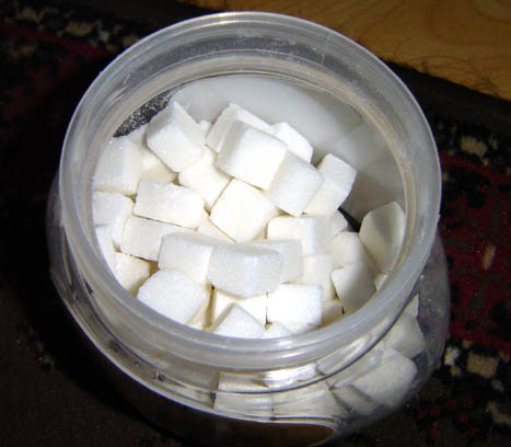 Der weiße Tod, https://i0.wp.com/upload.wikimedia.org/wikipedia/commons/4/4d/Cuboid_sugar.jpg