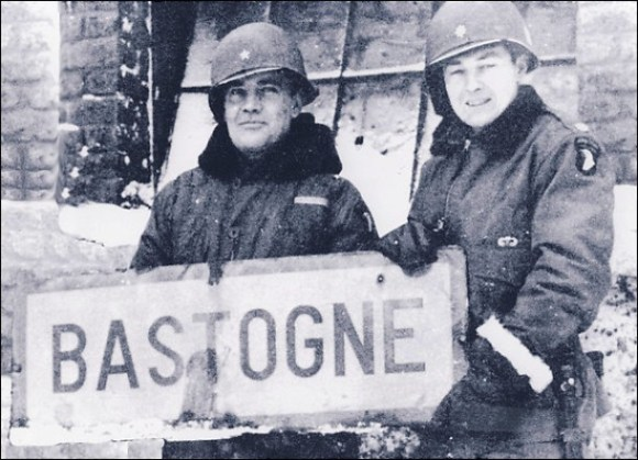 File:Anthony C. McAuliffe, left, and then-Col. Harry W.O. Kinnard II at Bastogne.jpg