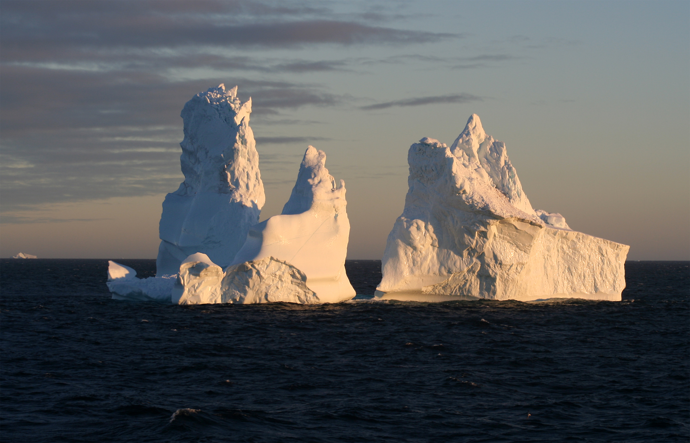 English: Iceberg around Cape York, Greenland