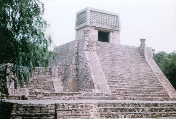 https://i0.wp.com/upload.wikimedia.org/wikipedia/commons/4/4f/Pyramid_of_Santa_Cecilia.jpg