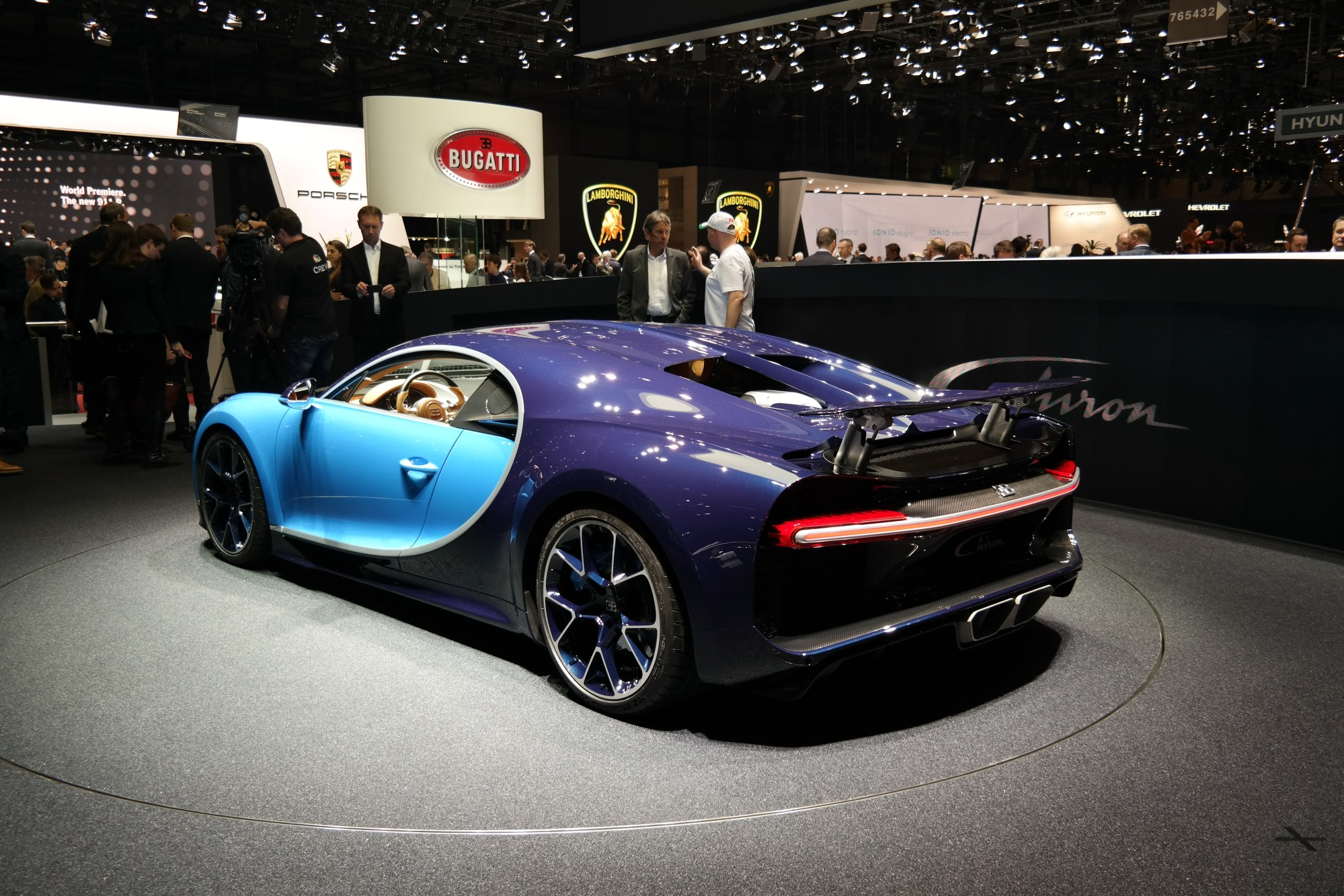 hight resolution of bugatti chiron on display