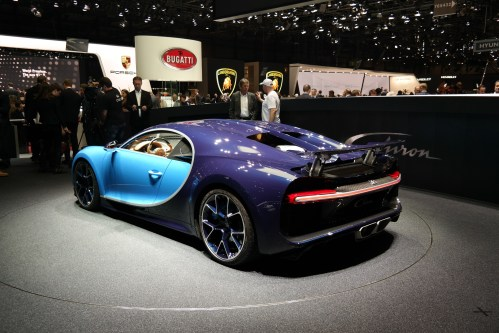 small resolution of bugatti chiron on display