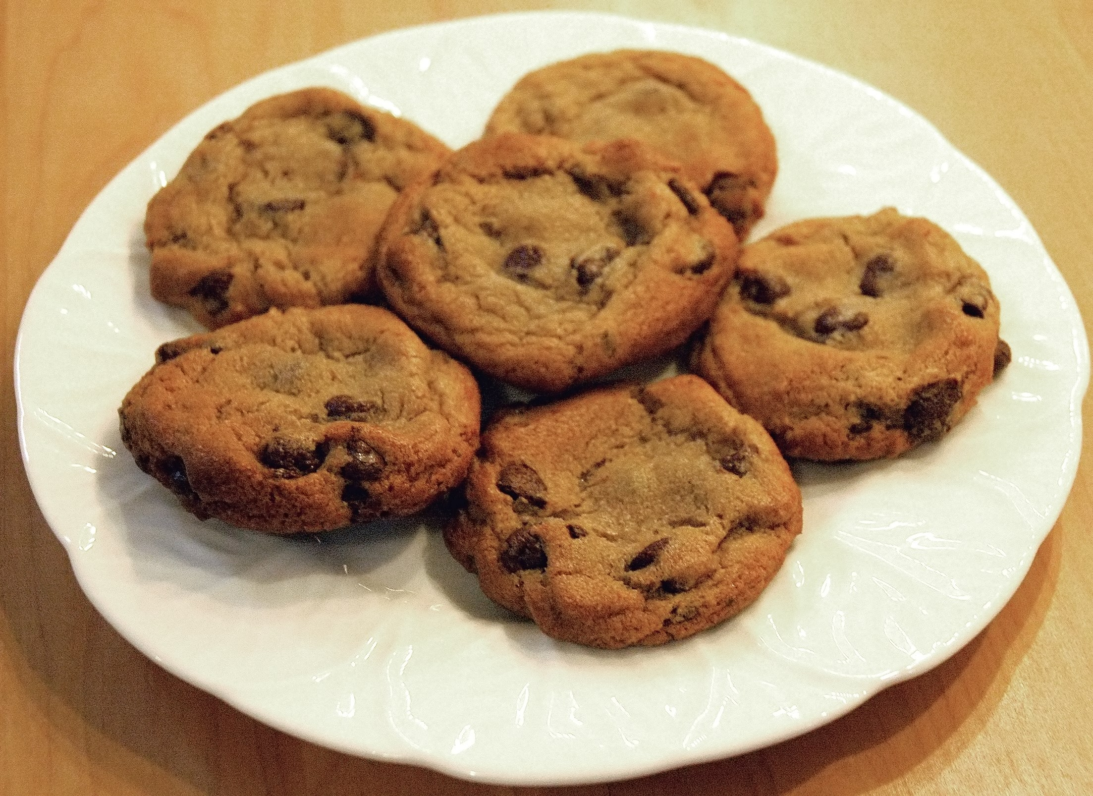 https://i0.wp.com/upload.wikimedia.org/wikipedia/commons/5/50/Chocolate_chip_cookies.jpg