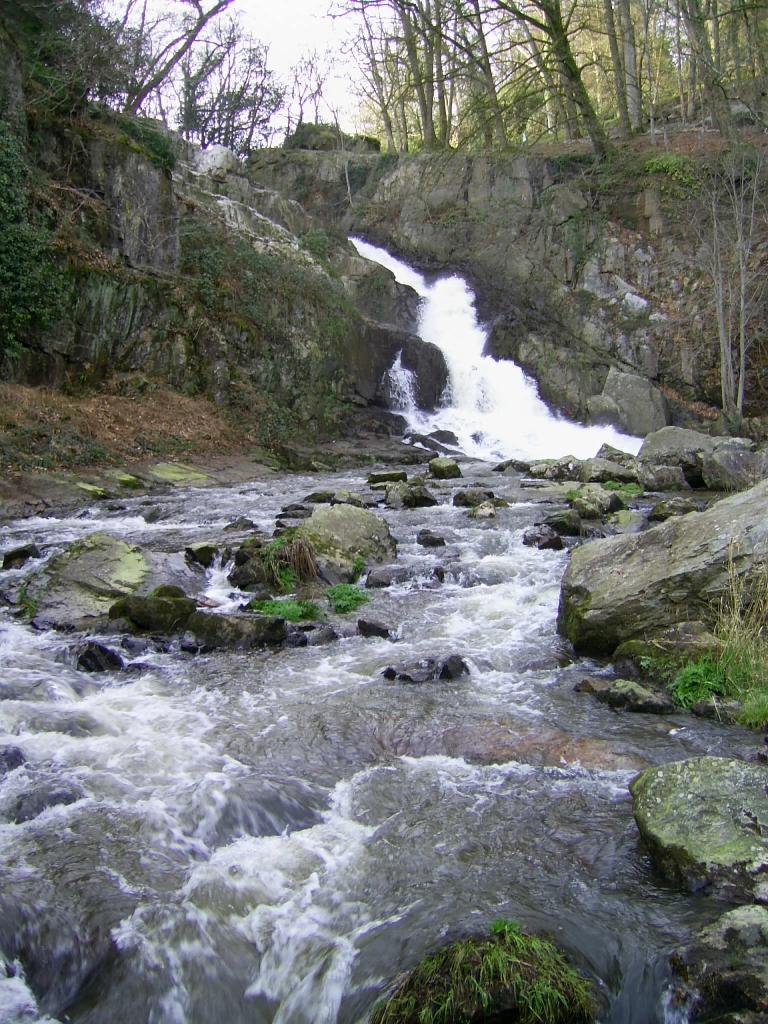großer Wasserfall von Mortain, Foto von Crochet.david, Lizenz: CC by SA