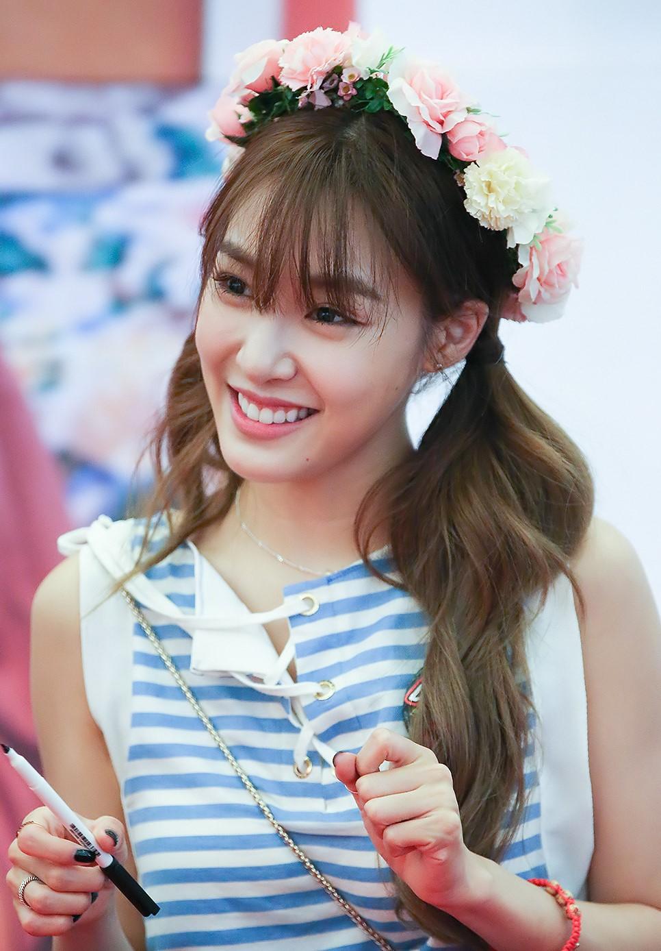 Girls Generation Tiffany Wallpaper File Tiffany Hwang At A Fansigning In Busan In June 2016
