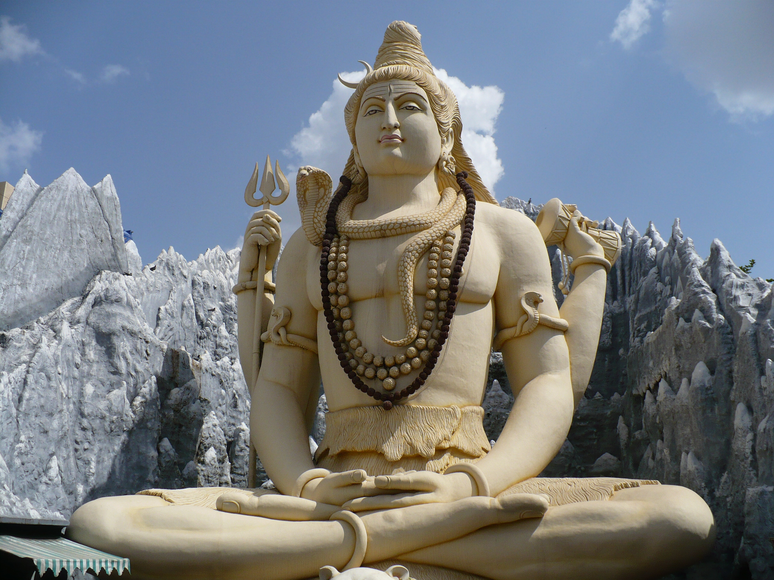 https://i0.wp.com/upload.wikimedia.org/wikipedia/commons/5/52/Bangalore_Shiva.jpg