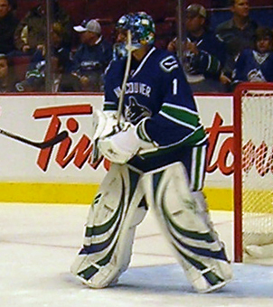 English: Vancouver Canucks goaltender Roberto ...