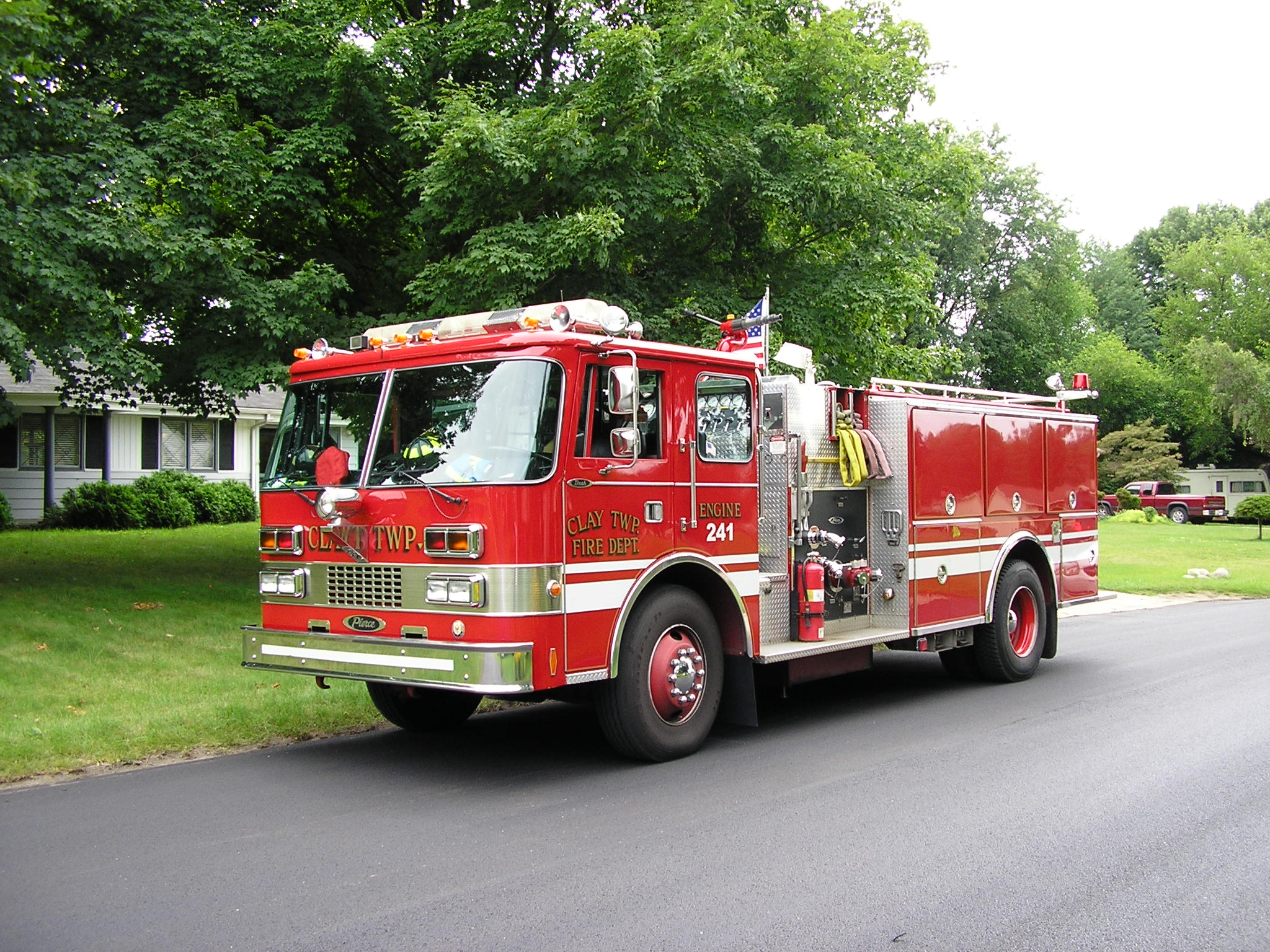 https://i0.wp.com/upload.wikimedia.org/wikipedia/commons/5/54/Fire_Engine_Clay_Twp.jpg