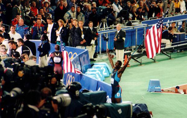 Michael_Johnson_victory_sydney_2000 olympics