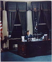 File:Portrait of President Kennedy at his desk. White ...