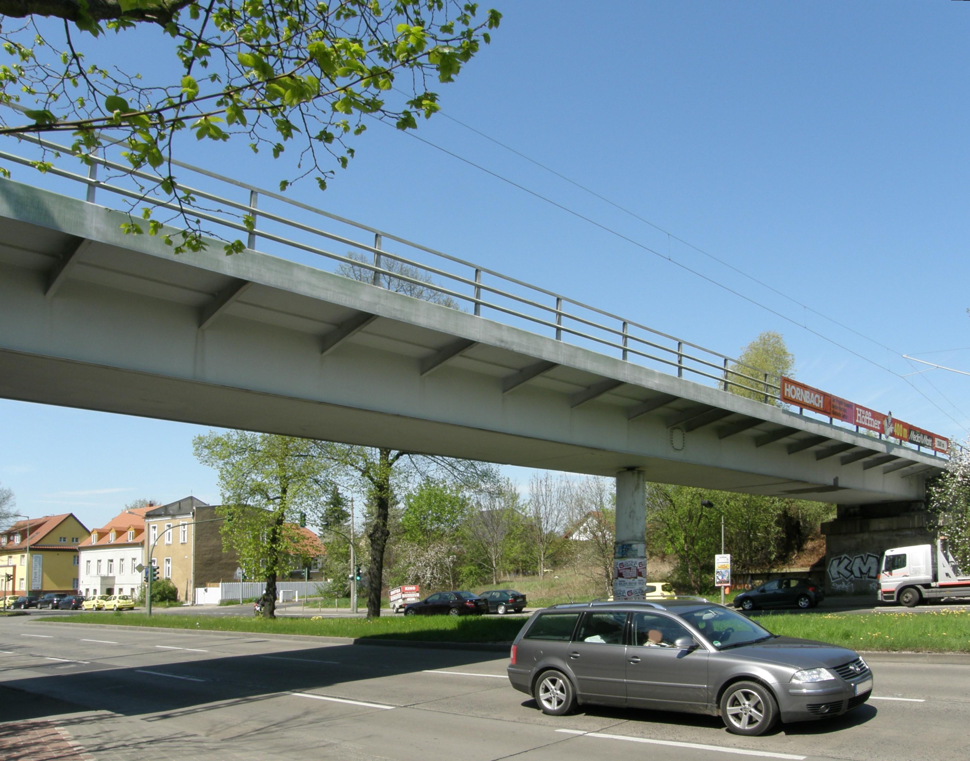 Datei:Alt-Biesdorf Eisenbahnbrücke 2012-4-27 ama fec.jpg – Wikipedia