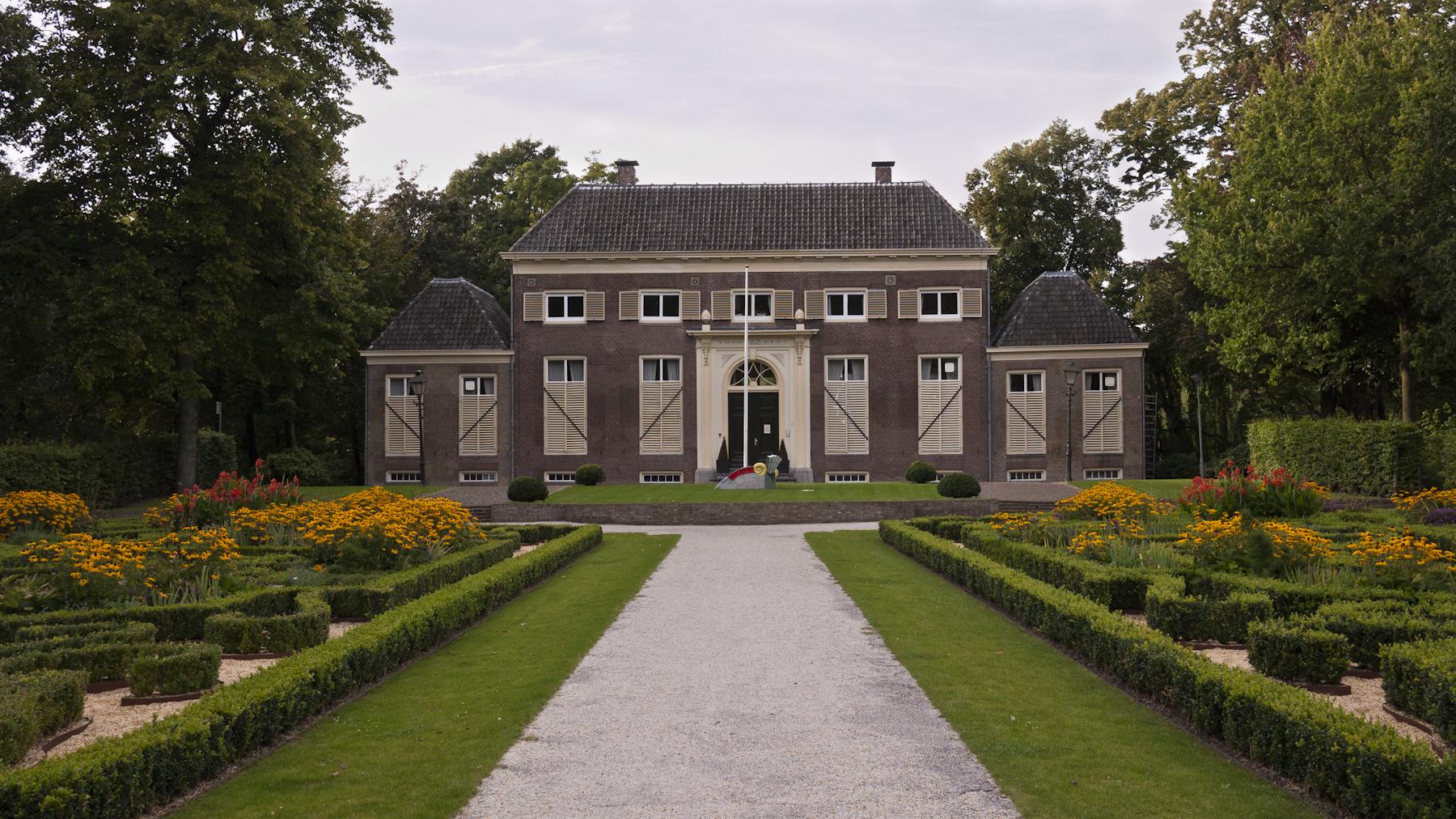 Herenhuis 'de Heuvel' Buitenhuis Met Versierde Deurpartij