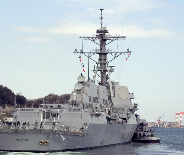 Fileuss Mustin Ddg 89 Stbd Stern View Jpg