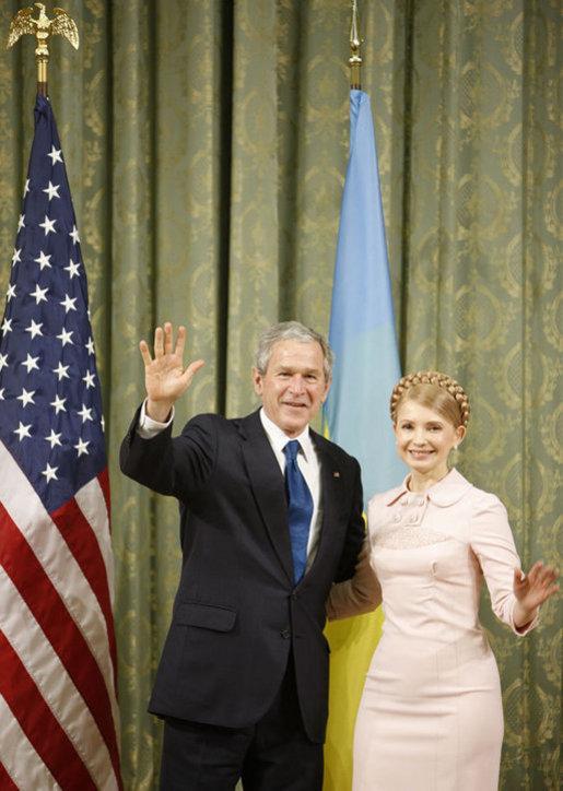 GeorgeBush-Juliia Tymoshenko (2008)-Ukraine.JPG