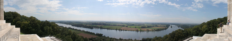 Panoramablick auf das Donauufer