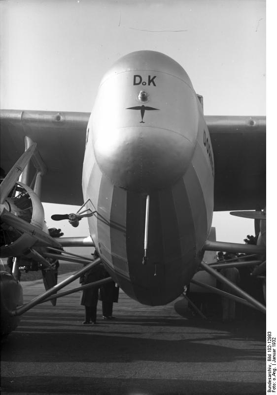 https://i0.wp.com/upload.wikimedia.org/wikipedia/commons/5/5f/Bundesarchiv_Bild_102-12983,_Berlin,_Gro%C3%9Fflugzeug_%22Do_K%22.jpg