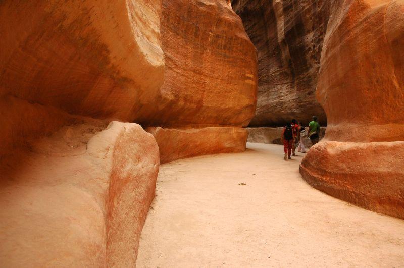 File:Petra-Roman-Aqueduct.jpg