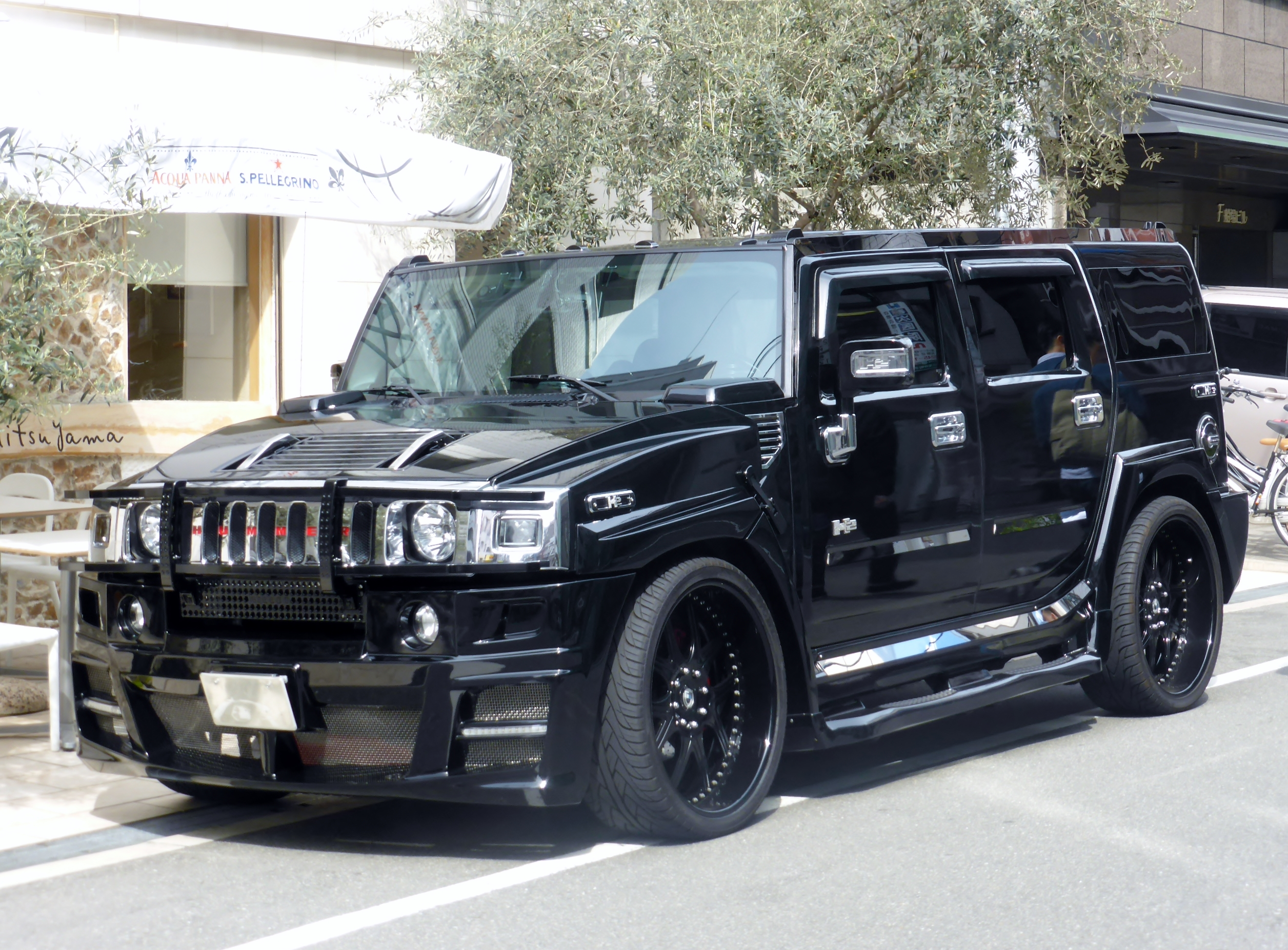 File The frontview of HUMMER H2 JPG Wikimedia mons