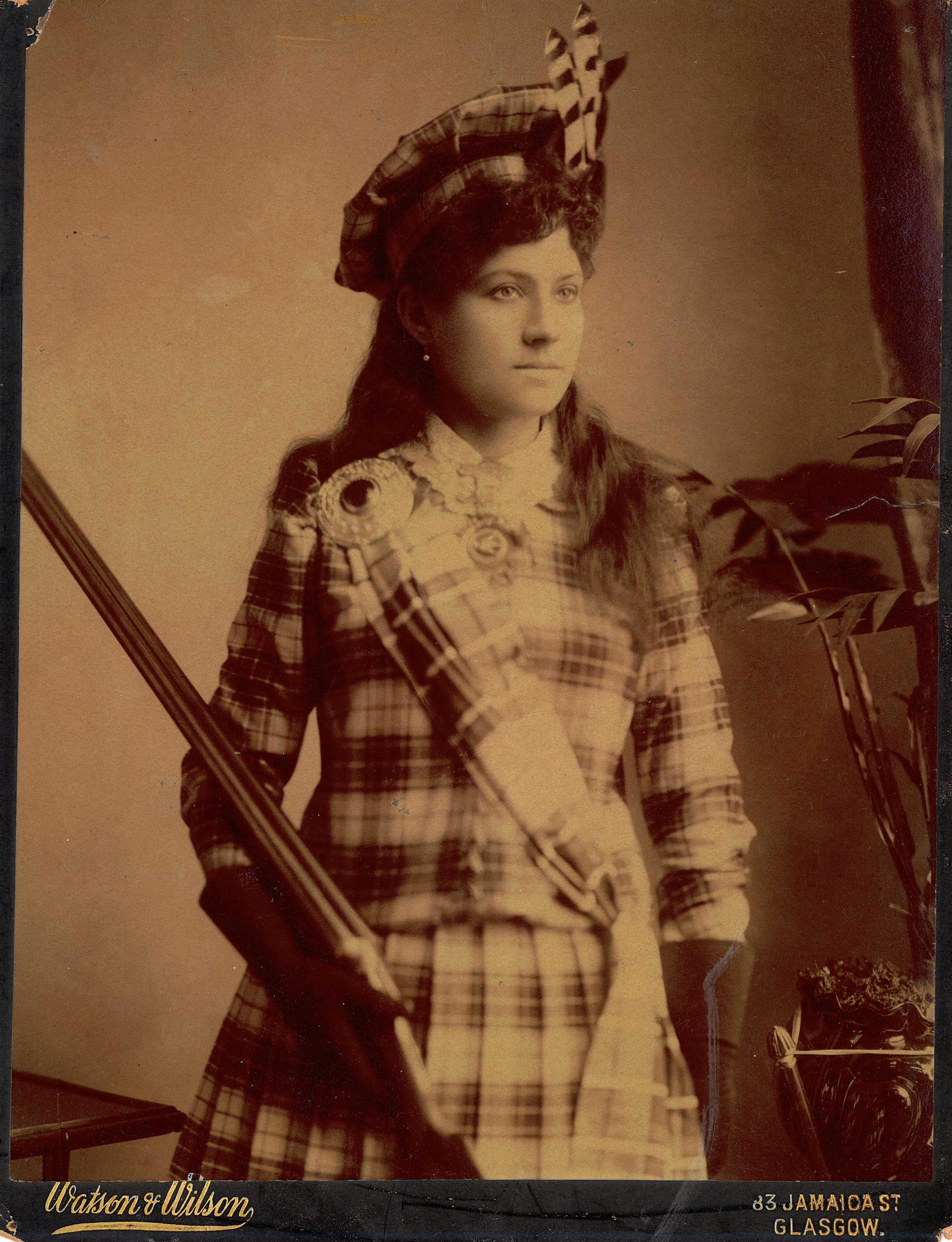 Annie Oakley 1891. - Wikimedia Commons