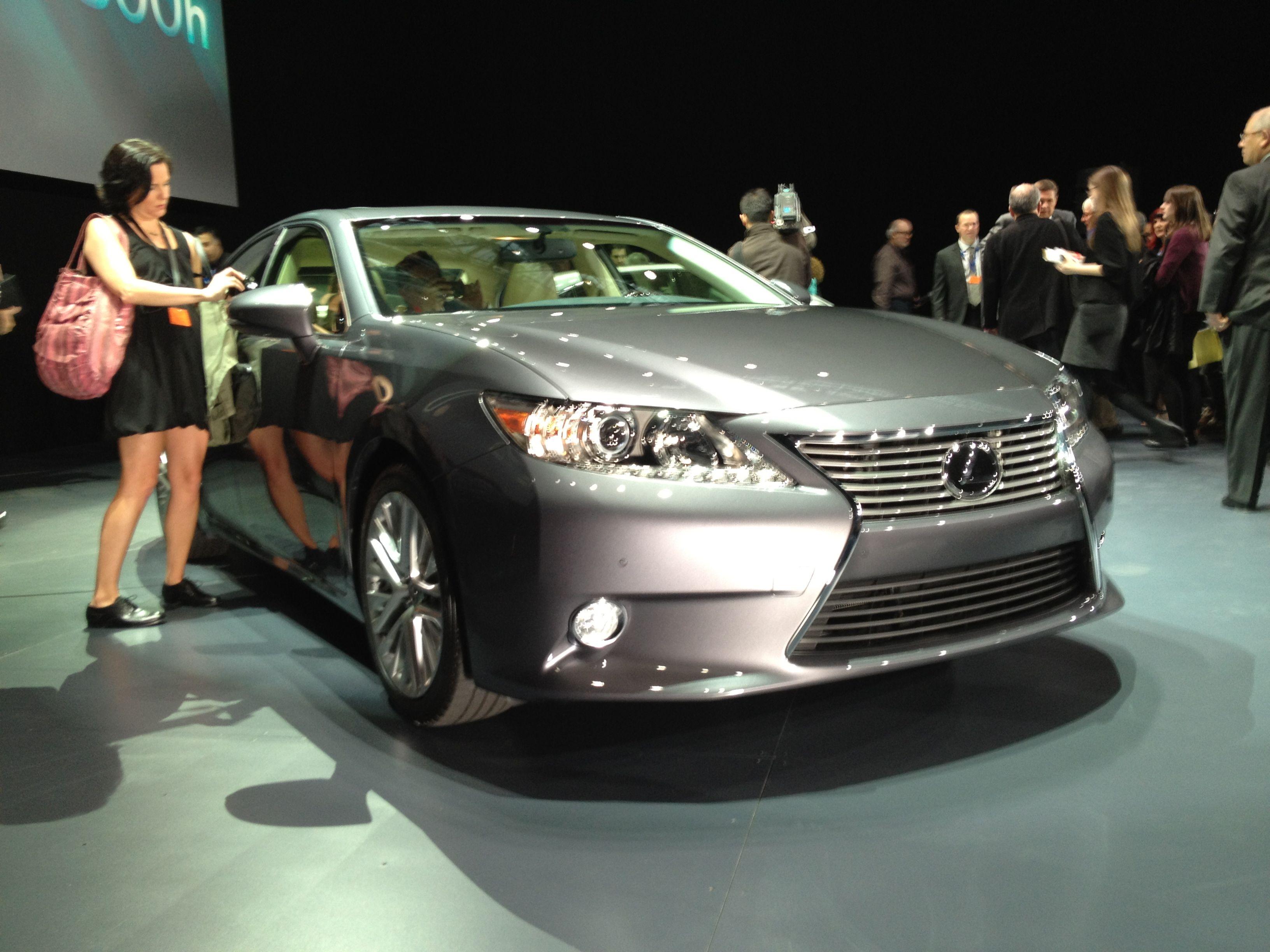 File Lexus ES300h at the 2012 New York International Auto Show