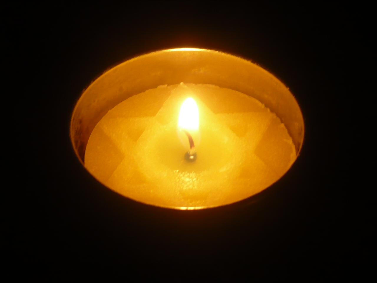 Holocaust Day memorial candle
