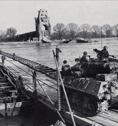 pontoon bridge [ 1094 x 818 Pixel ]