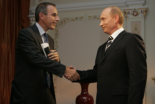 https://i0.wp.com/upload.wikimedia.org/wikipedia/commons/6/63/Vladimir_Putin_with_Matt_Lauder.jpg