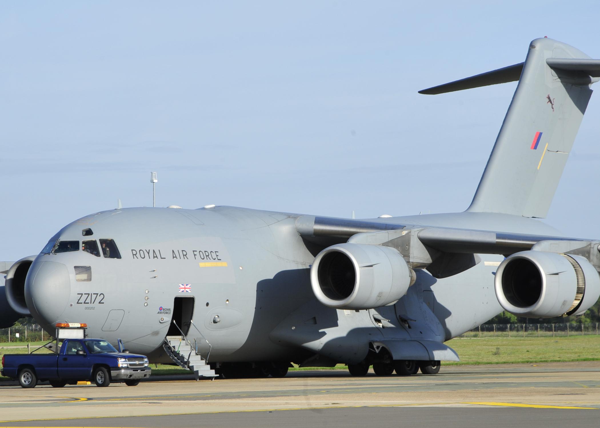 Обои истребители, Royal Air Force, сопровождение, самолеты, Red arrows, транспортный, Airbus A400M Atlas, четырёхмоторный, Красные стрелы. Авиация foto 9
