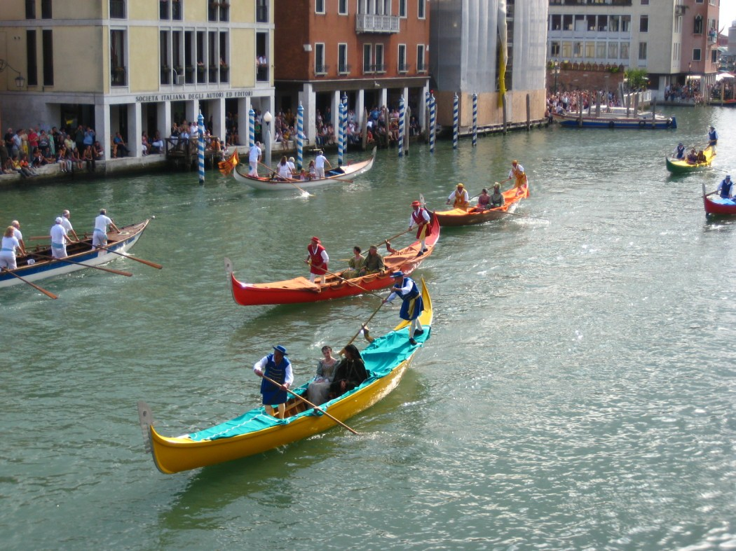 Regata in Venice ©Traktorminze/WikiCommons