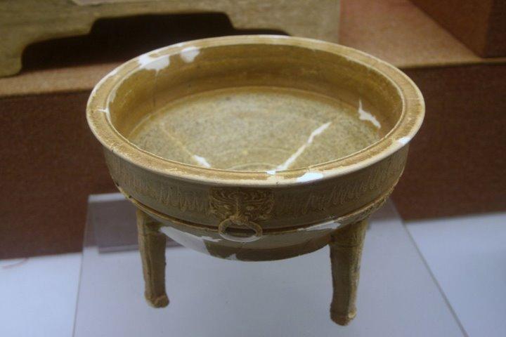 File:Western Han glazed pottery ding.JPG