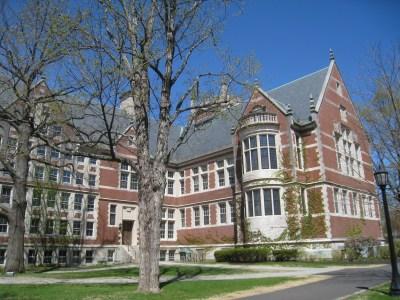 https://i0.wp.com/upload.wikimedia.org/wikipedia/commons/6/65/Hubbard_Hall_-_Bowdoin_College_-_IMG_7782.JPG?resize=400%2C300&ssl=1