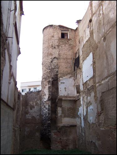 File:Muralla àrab torre àngel.jpg
