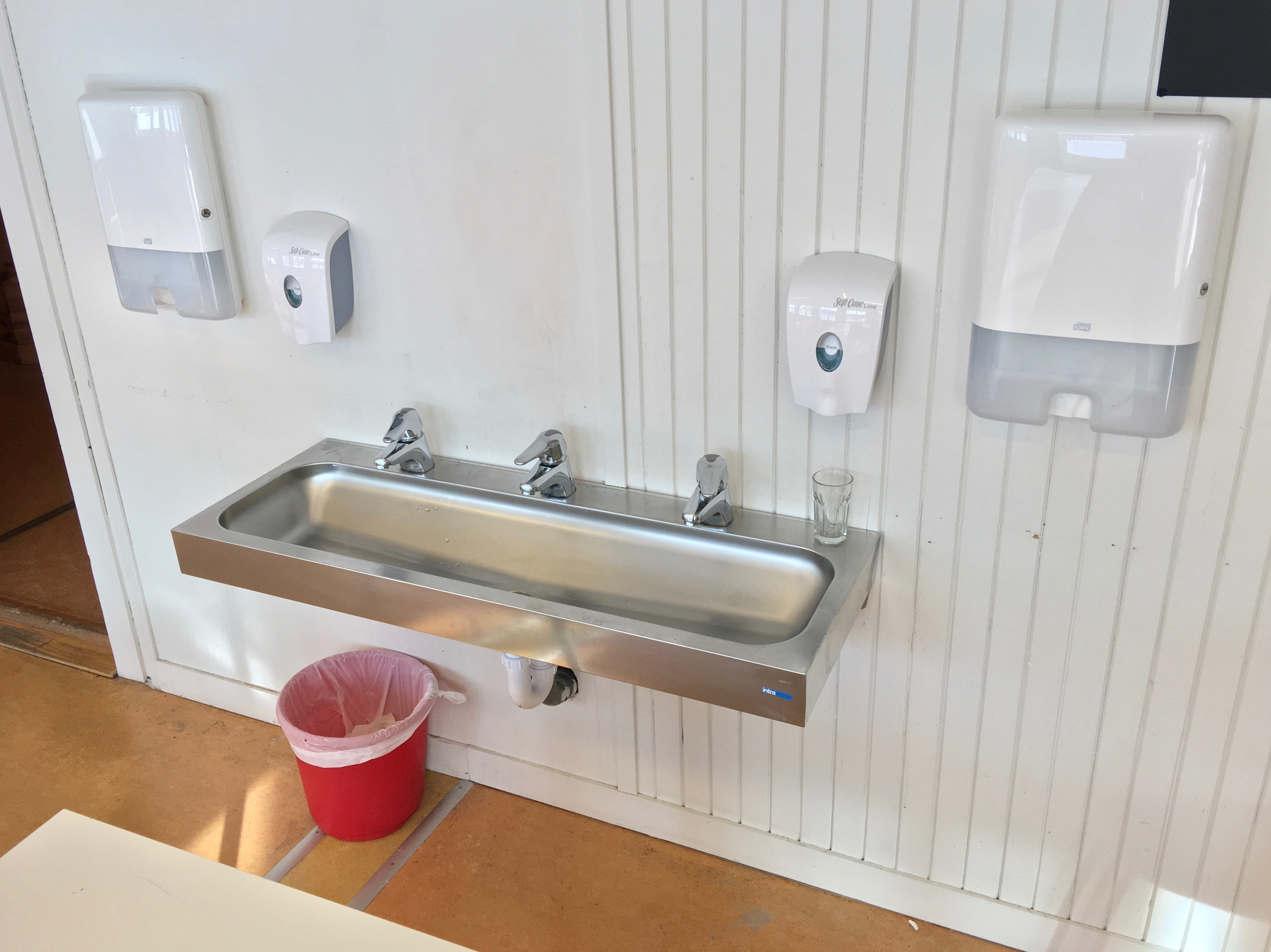 https commons wikimedia org wiki file steel hand wash basin sink with three water taps dispensers for soap and paper hand towels wipes in classroom of a primary school in fusa hordaland norway 2018 03 20 a jpg