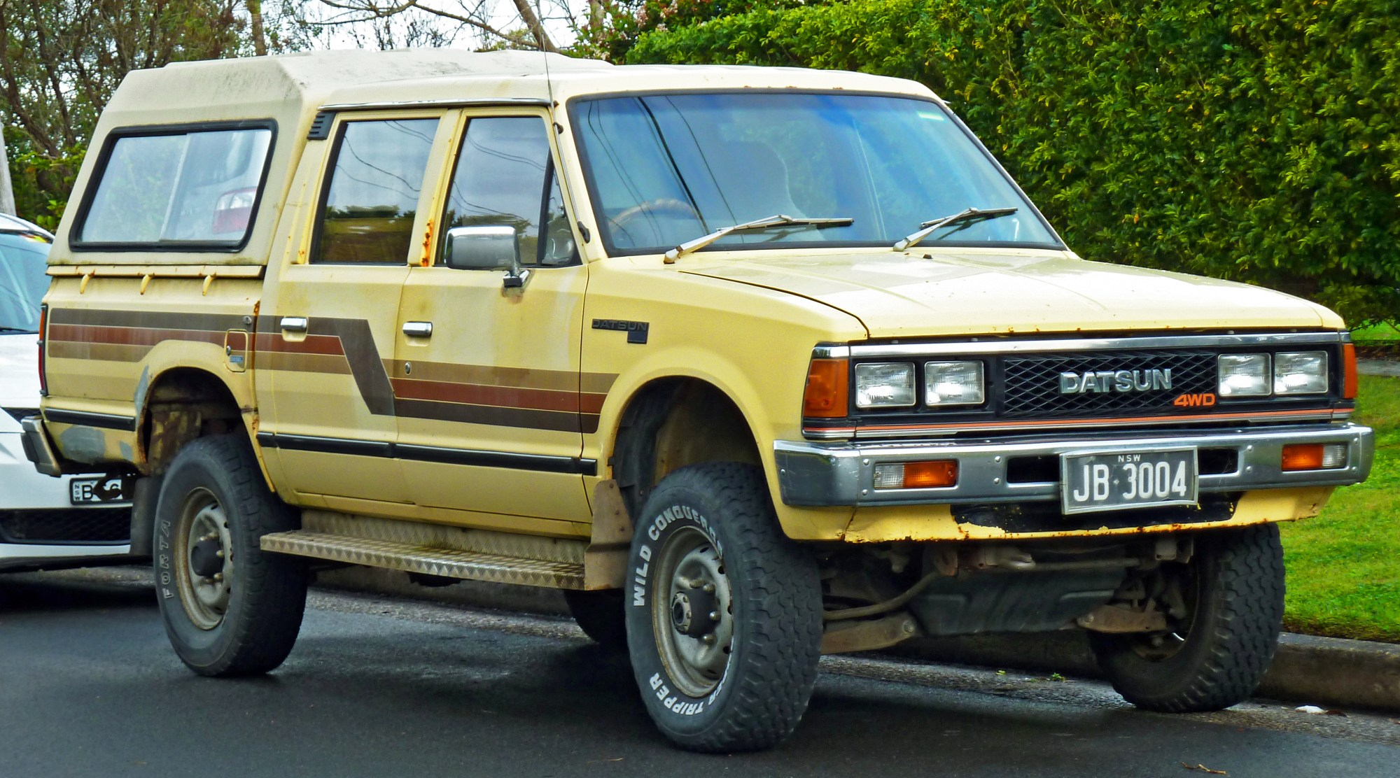 hight resolution of file 1983 1984 datsun 720 4wd 4 door utility 2011 07