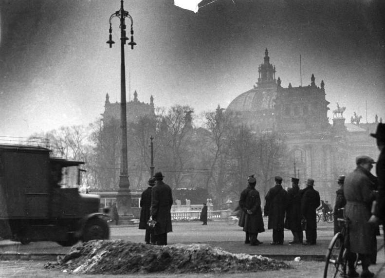 Archivo:Bundesarchiv Bild 146-1977-148-19A, Berlin, Reichstagsbrand.jpg